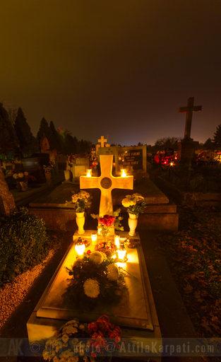 2013. 11. hét: Békéscsaba - Ligeti temető - Halottak napján - 734x1200 pixel - 686082 byte