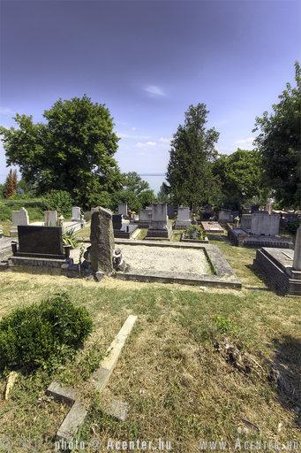 2013. 15. hét: Balatonszepezd, temető - 800x1200 pixel - 1216934 byte