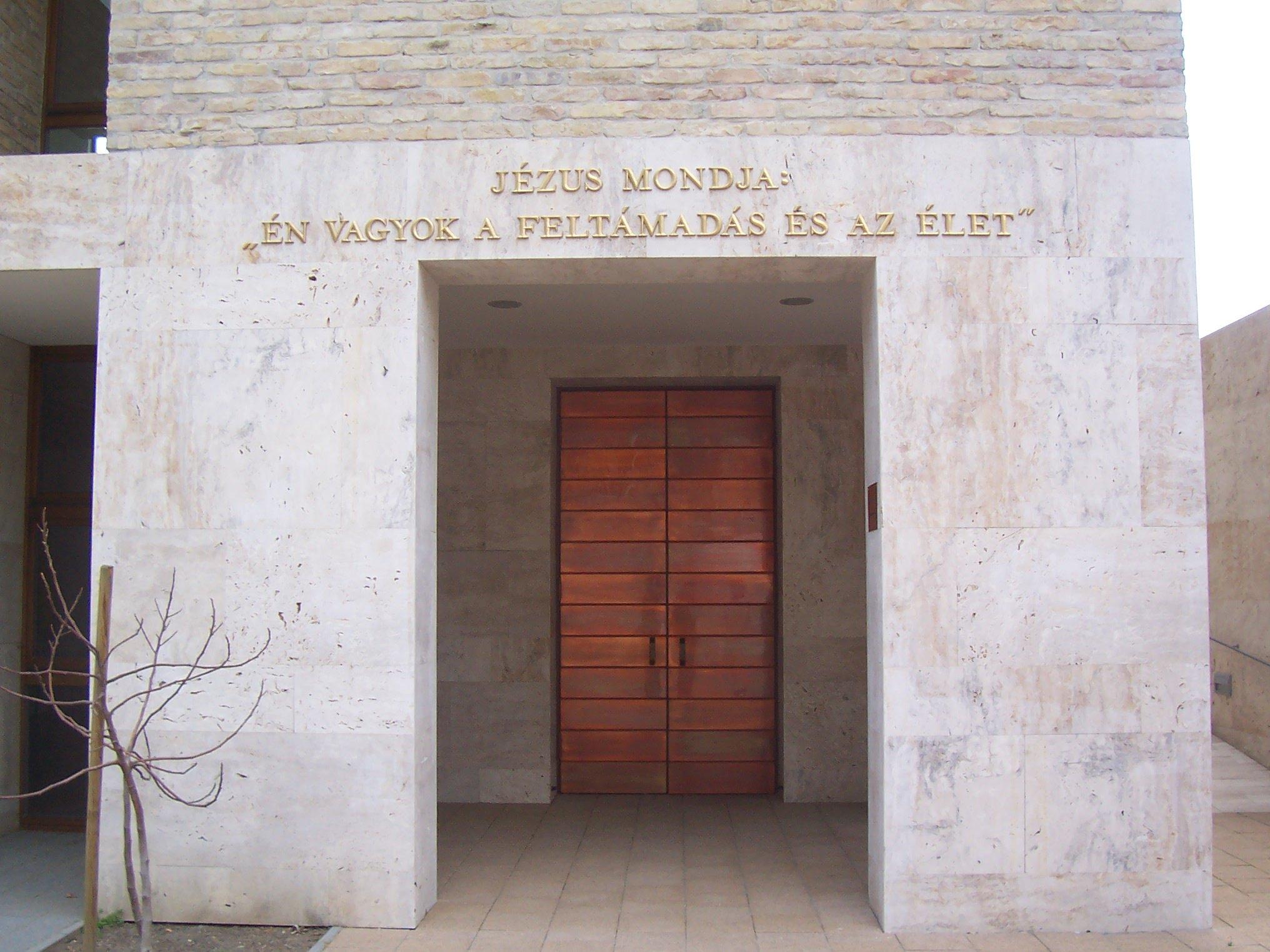 Bejárat az urnatemetőbe