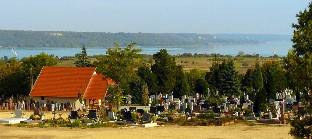Vörösberényi temetőrészlet