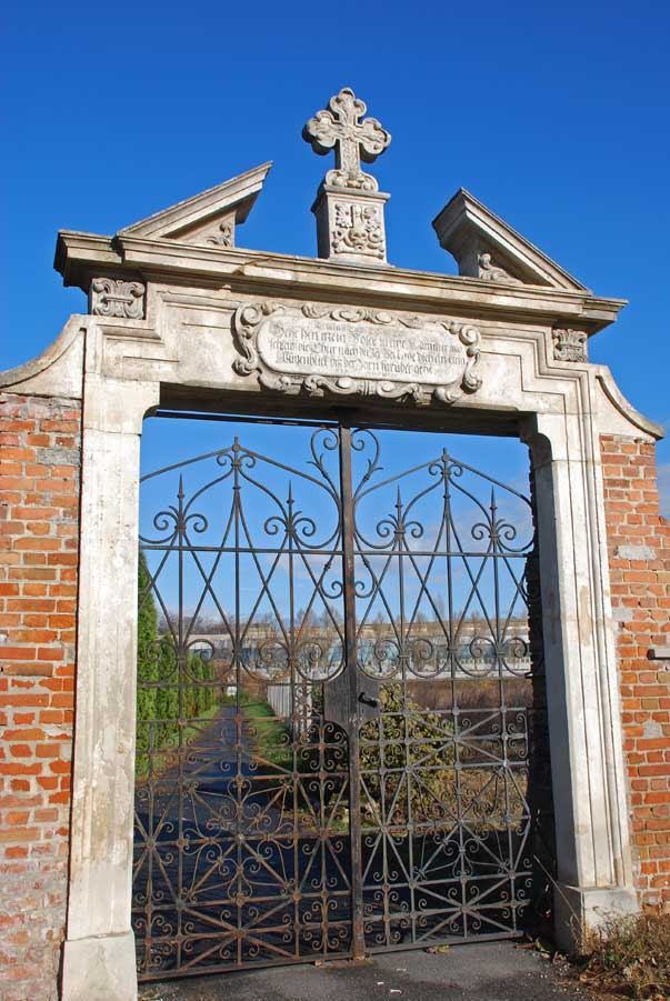 Az Evangélikus temető barokk kapuja