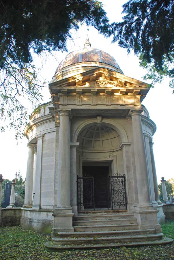 A Lenk-család mauzóleuma