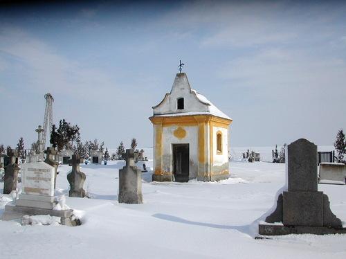 Kicsiny kápolna  a boronkai temetőben