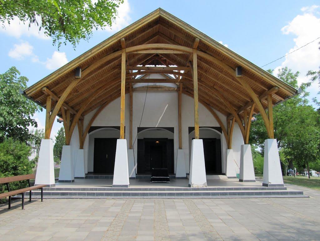Ócsai temető, a ravatalozó épülete
