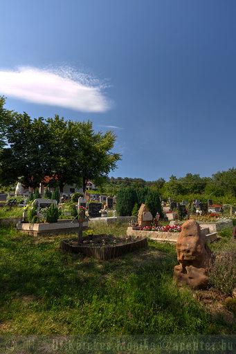 Ábrahámhegy, temető - 800x1200 pixel - 975287 byte