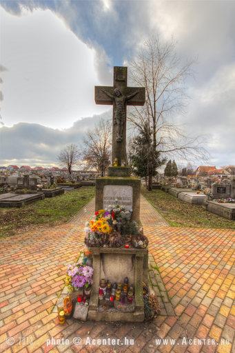 Jamina katolikus temető - Békéscsaba - 1 - A hét képe 2013. 9. hét - 800x1200 pixel - 1035160 byte