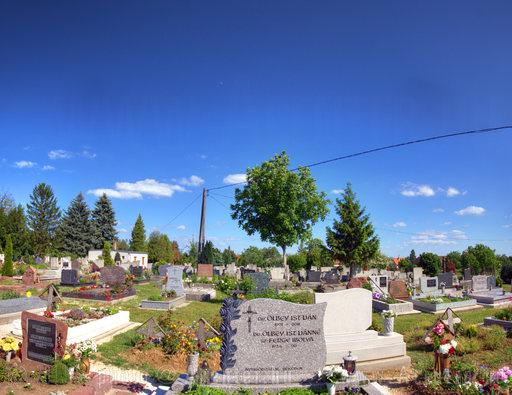 2013. 19. hét: Révfülöp, temető a Balaton közelében - 1556x1200 pixel - 2278801 byte