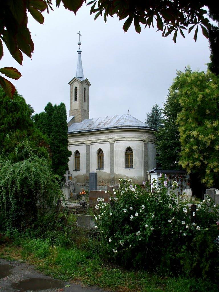 201107261025 Békéscsaba, temetőkápolna