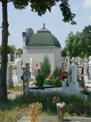 201107081243 Cegléd, Csengettyűs utcai temető