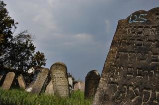 Zsidó temető - Már a 18.századtól temetkeztek ide.