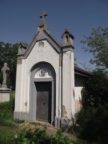 Tiszavasvári Dessewffy-kripta romantikus