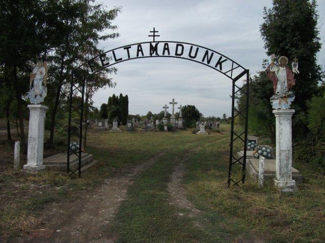 A Tiszavasvári Görög Katolikus temető takarítása - 2012. 09. 22.
